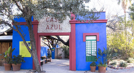 Wynja Casa Azul entry to the inner gardens_6705L.jpg
